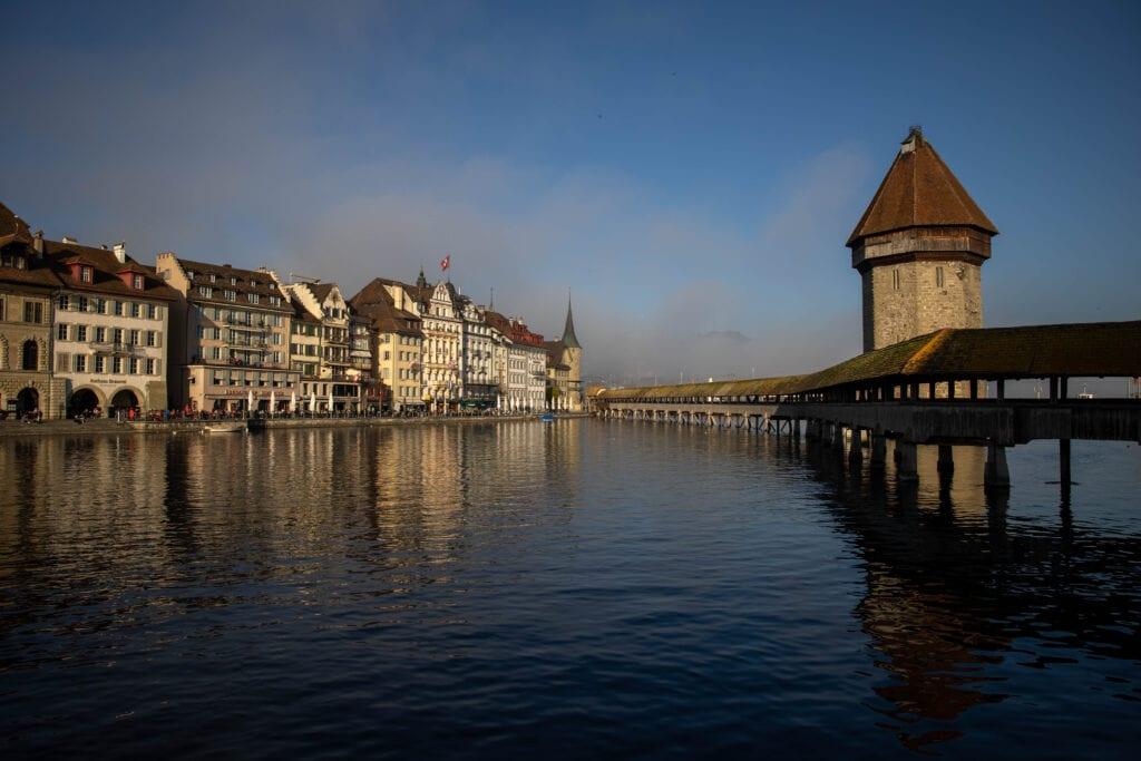 Luzern Wasserturm Kappelbrücke im Nebel - Schöne Fotos Luzern